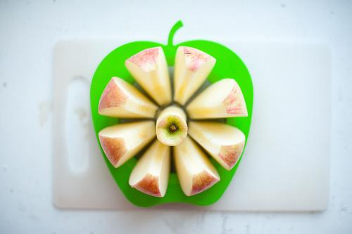 яблокорезка отлично нарезает ваше яблоко