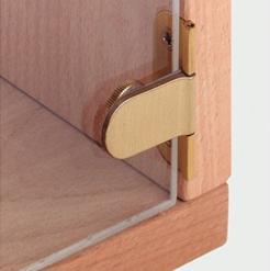 Петля в виде зажима, удерживающая дверцу шкафа