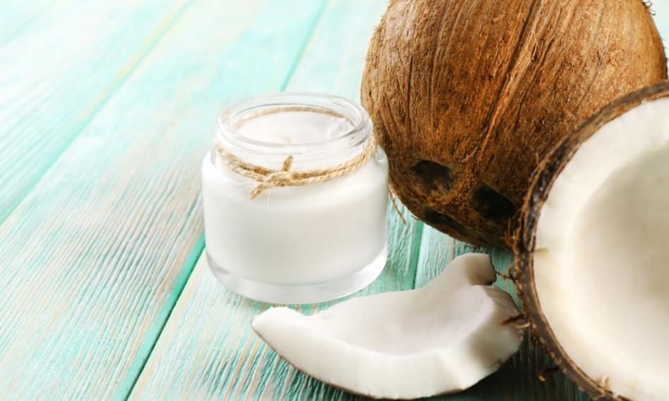 Масло кокоса в банке,целый орех кокоса и кусочек