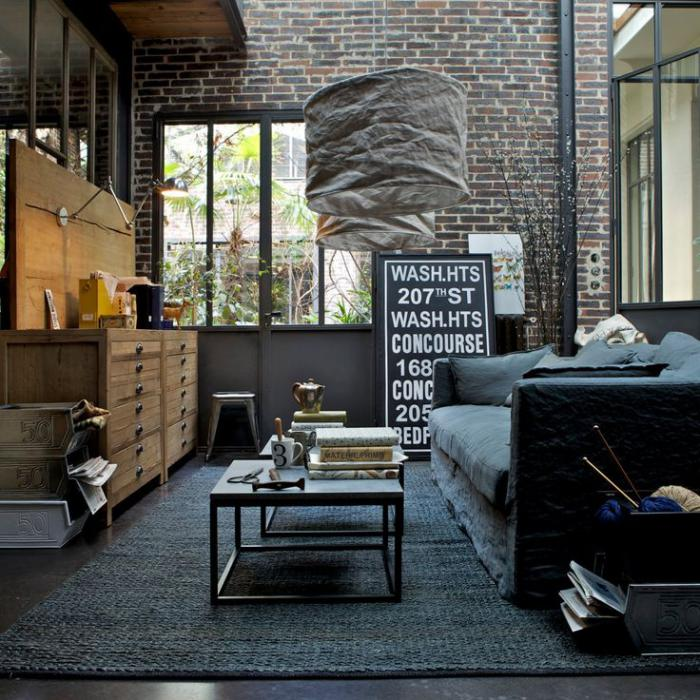 Черные квадратные журнальные столики для любителей индустриального стиля