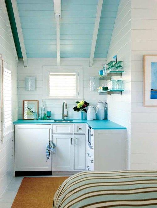 Крохотная кухня совмещенная со спальней
