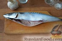 Фото приготовления рецепта: Скумбрия под чесночным соусом (в мультиварке) - шаг №5