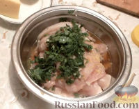 Фото приготовления рецепта: Куриные рулетики с грибами - шаг №8