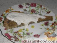 Фото к рецепту: Навага жареная, со сметанным соусом
