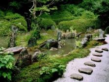 натуральный камень в пейзаже