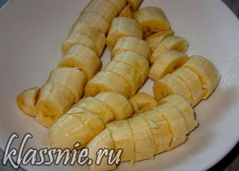 нарезать бананы