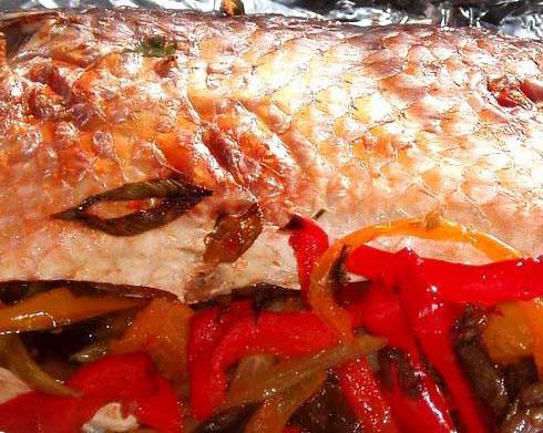 Рыба, запеченная с соусом чили