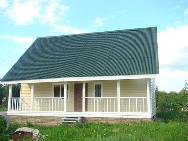 Крыша покрыта еврошифером (ондулином)