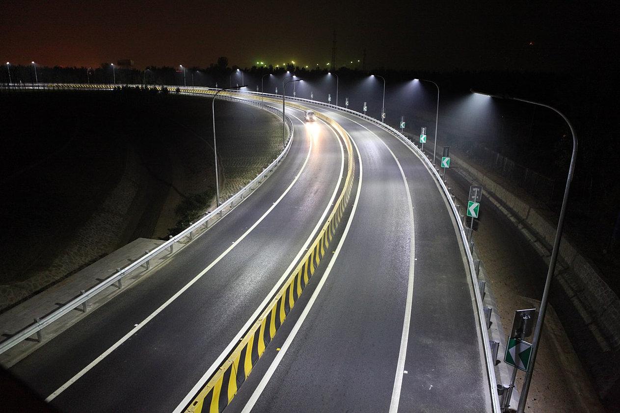 Фонари на автомагистрали
