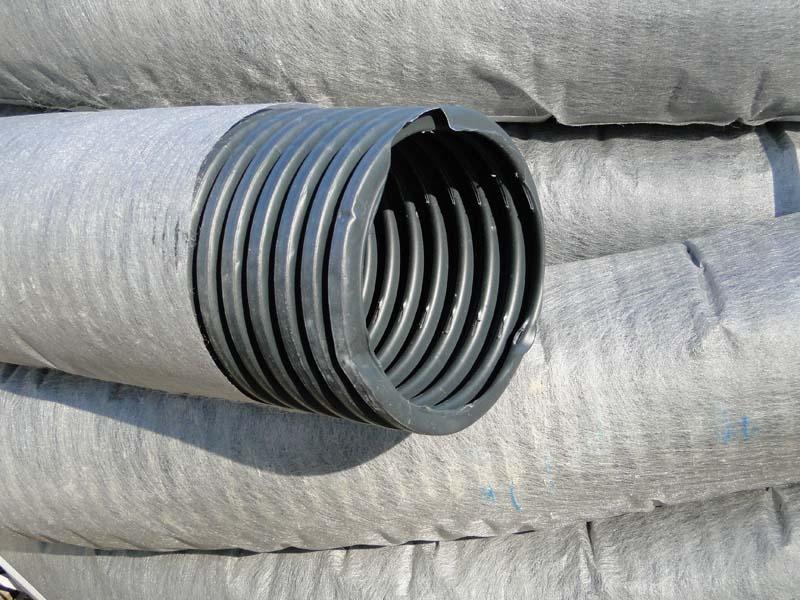 Труба гофрированная дренажная D110 мм в фильтре