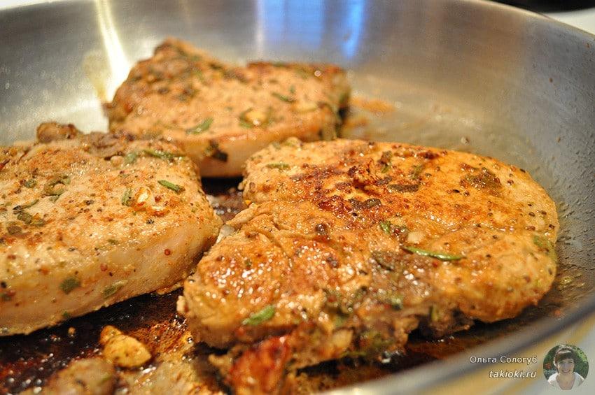 Готовим маринад для свинины для жарки на сковороде
