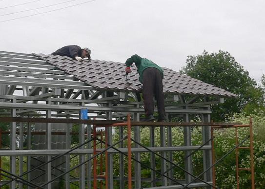 монтаж крыши из металлочерепицы