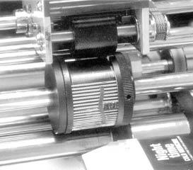 Принтер DALEMARK 975-FD позволяет выполнять печать в горизонтальном или вертикальном направлении. Область печати может достигать  до 4 строк по 12 – 15 символов в каждой. Точность нанесения маркировки составляет +/-1,0 мм. Высота шрифта: 2,5 или 3 мм. Расстояние между серединами строк по высоте 3,8 мм. Минимальный размер изделия, на которое можно наносить маркировку составляет (Ш х Д) 48 х 100 мм
