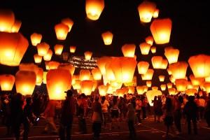 Небесные фонарики на свадьбу вместо фейерверков